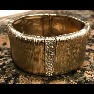 Bracelet. Preowned Gold . Good condition